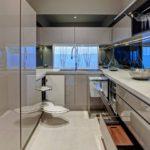 Хай тек в интерьере узкой кухни