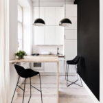 Черно-белая кухня небольшой площади