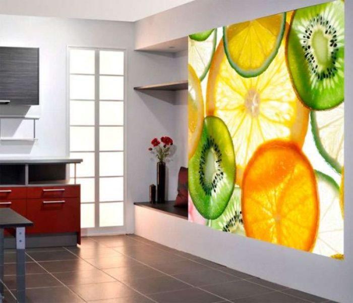 Фруктовые фотообои на кухне.