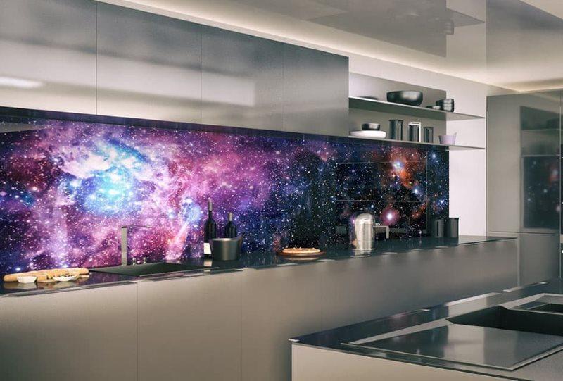 Изображение галактики на кухонном фартуке из триплекса