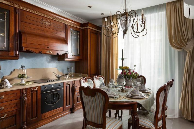 Классическая мебель из дерева в интерьере кухни