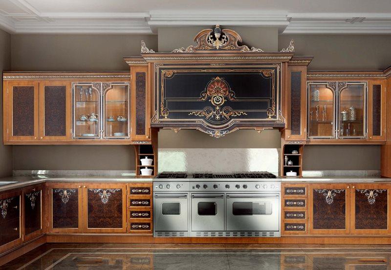 Деревянный гарнитур для кухни в стиле ампир