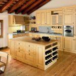 Кухня из дерева в частном доме