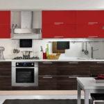 Красные фасады навесных шкафчиков