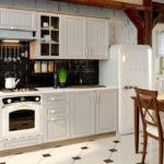 Кухня в стиле прованс со встроенной техникой