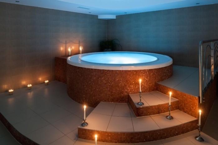 Круглая ванна.