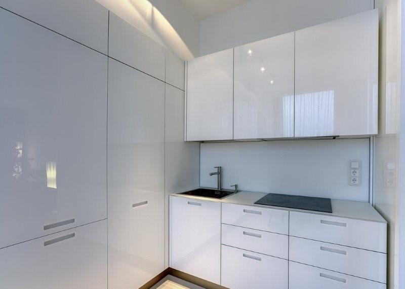 Угловой гарнитур в стиле минимализма для маленькой кухни
