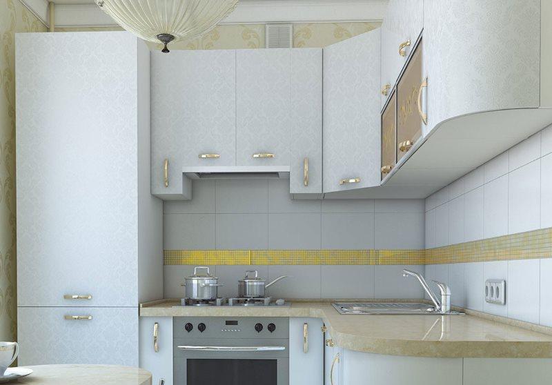 Дизайн кухни с холодильником около окна