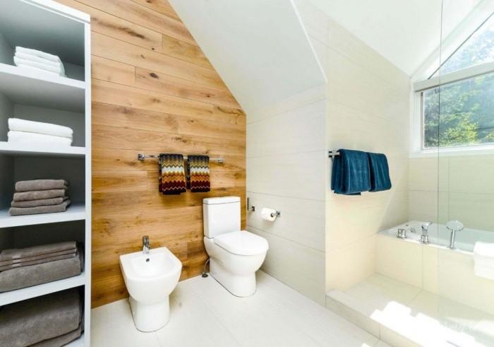 плитка под дерево в ванной.