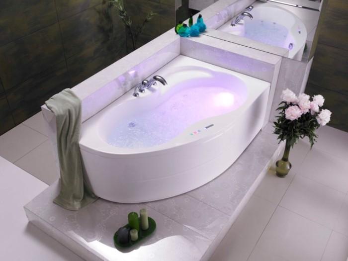 Первая гидромассажная ванна.