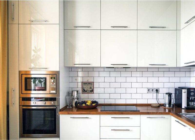 Кухонный фартук из плитки кабанчик белого цвета