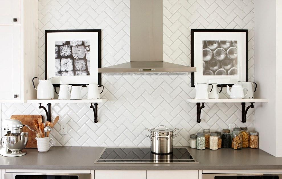 Укладка кабанчика по диагонали на кухонной стене