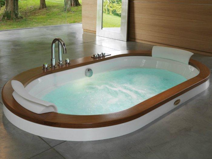 Принятие гидромассажной ванны.