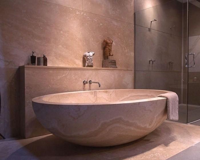 каменная ванна.
