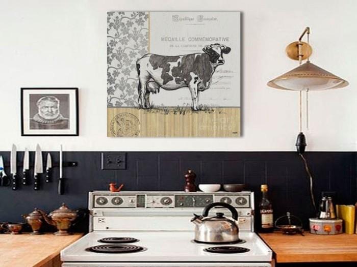 Картина над газовой плитой.