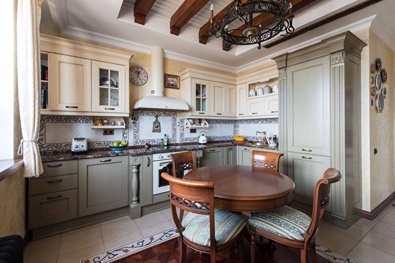 Серо-кремовый гарнитур в классической кухне 11 кв метров