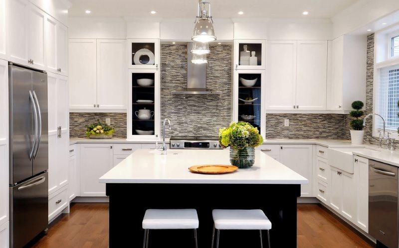Комбинированное освещение кухни-гостиной