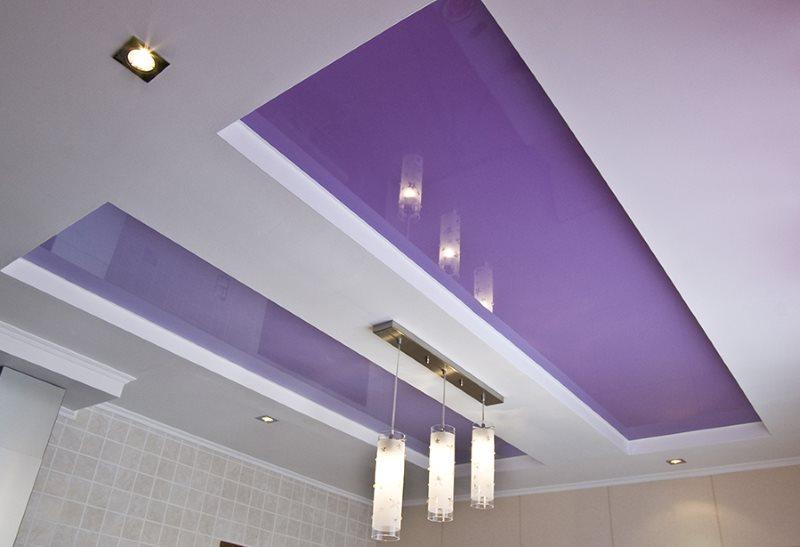 Фиолетовый натяжной потолок в современной кухне