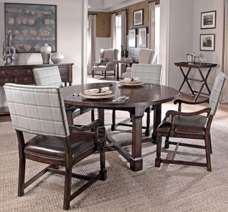 Шикарные стулья с подлокотниками из натурального дерева