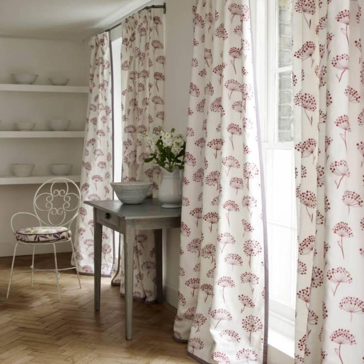 Красивые занавески на кухни с двумя окнами