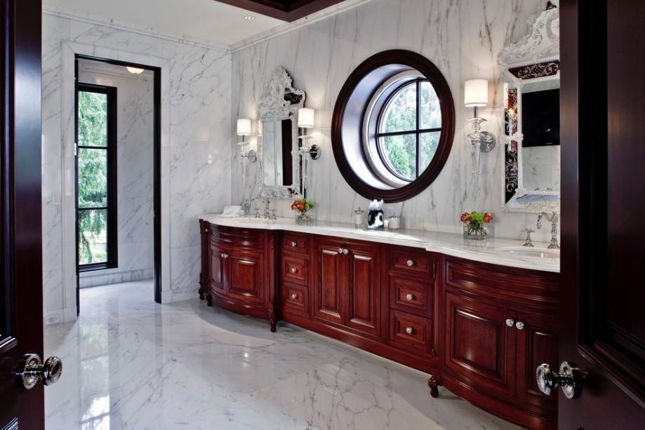 Круглой окно в ванной классического стиля
