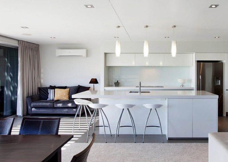 Светлая кухня-гостиная в стиле хай-тек