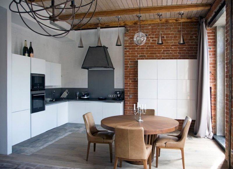 Деревянные балки на потолке кухни в стиле лофт