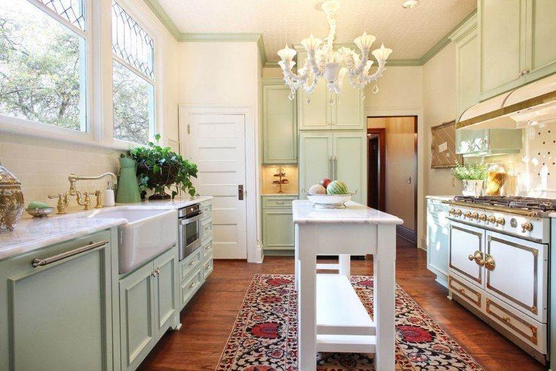 Светлая кухня в стиле французского прованса