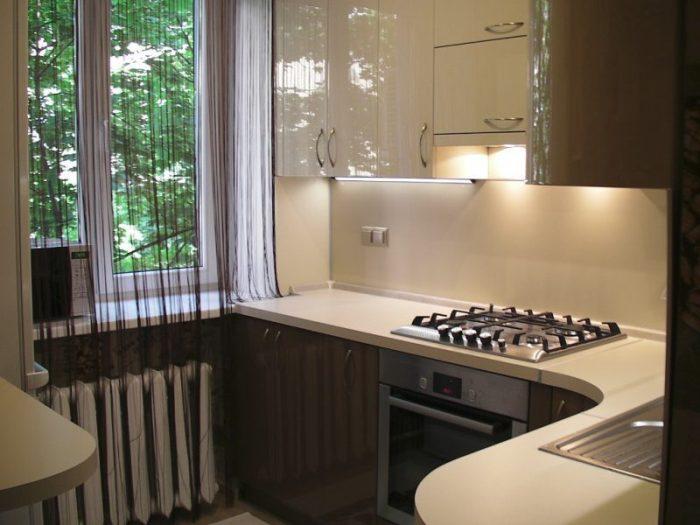 Освещение маленькой кухни.