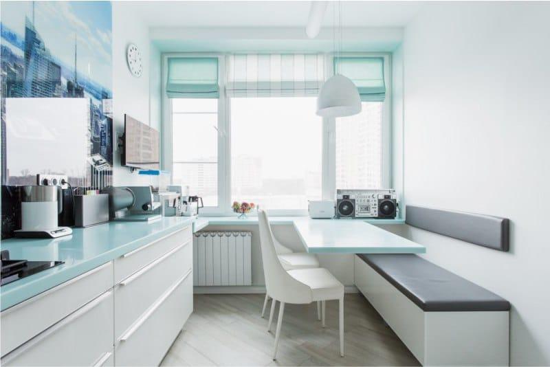 Кухонный диван в интерьере узкой кухни