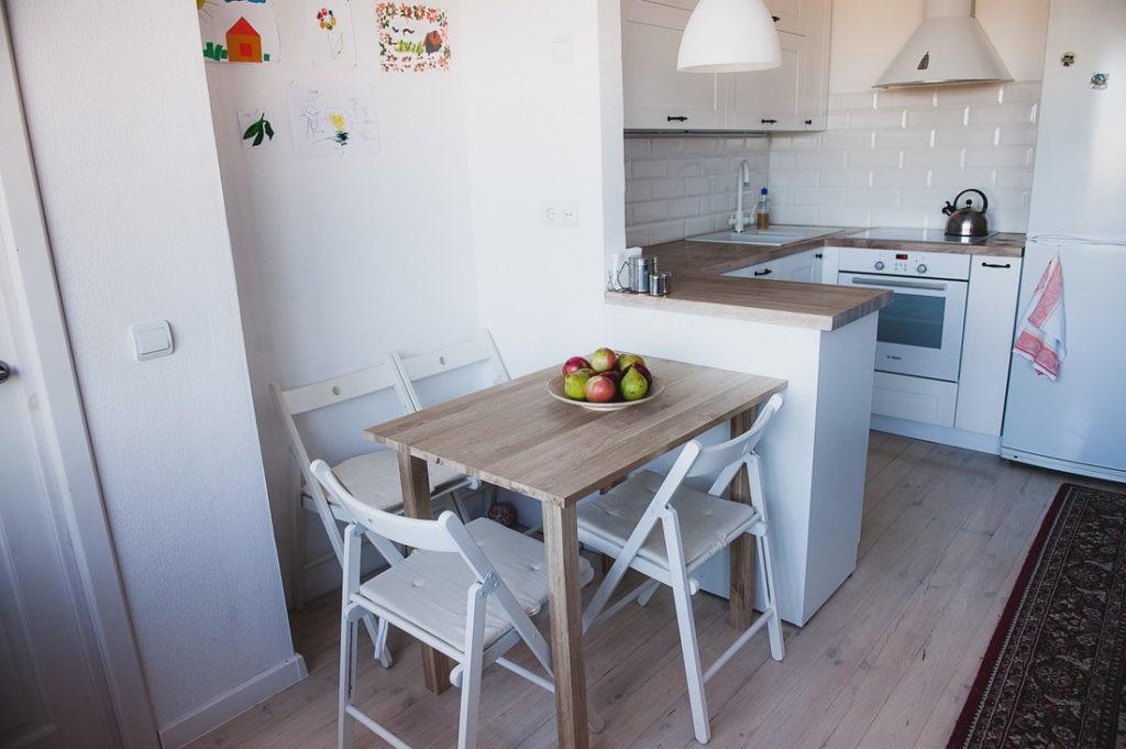 Обеденная группа кухни-столовой площадью в 20 кв метров