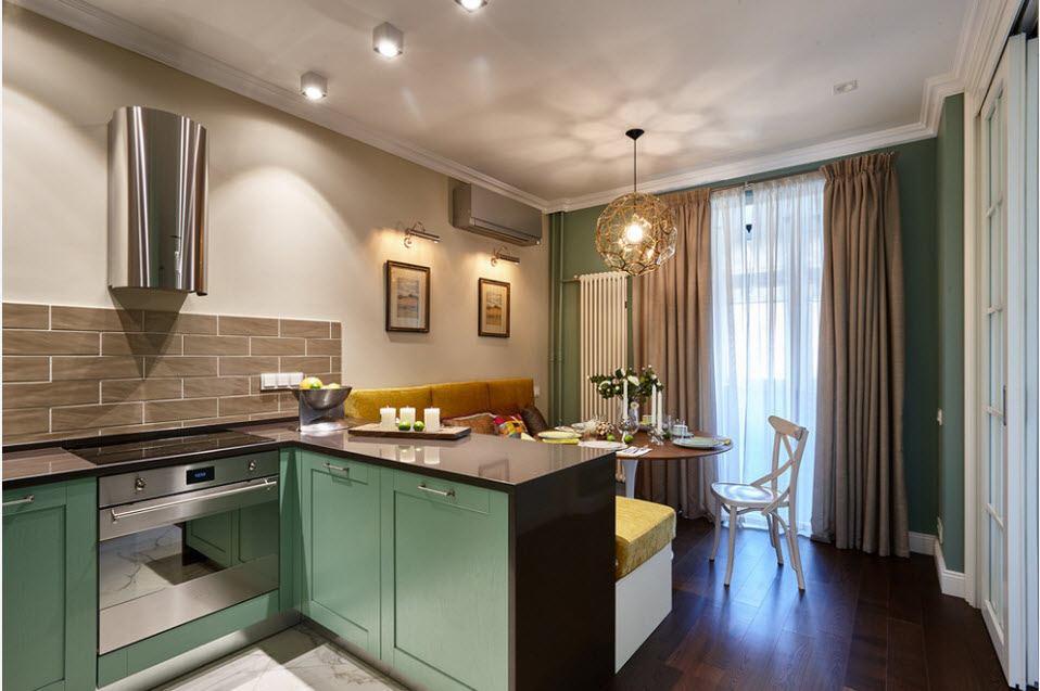 Прямоугольная кухня-гостиная с полуостровом