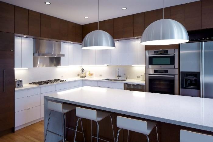 Стиль модерн в большой кухне.