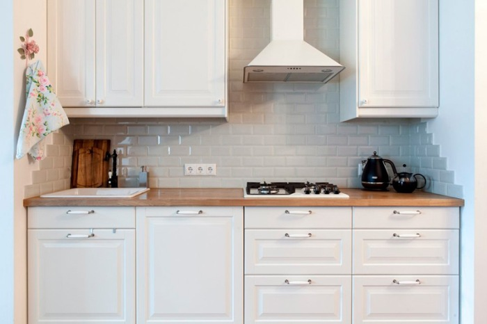 Бело-бежевая кухня.