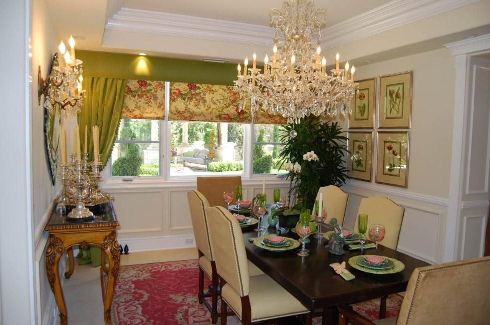 Зеленый ламбрекен в паре с салатовыми шторами римского типа