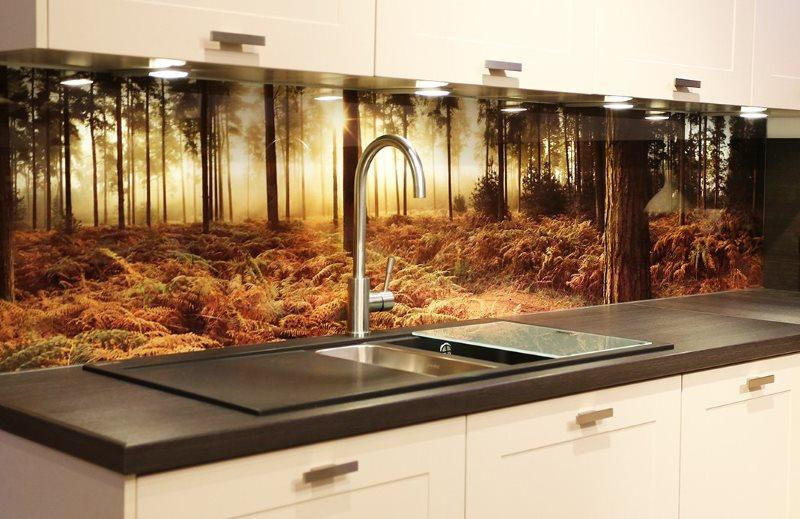 Реалистичная фотопечать леса на фартуке кухни