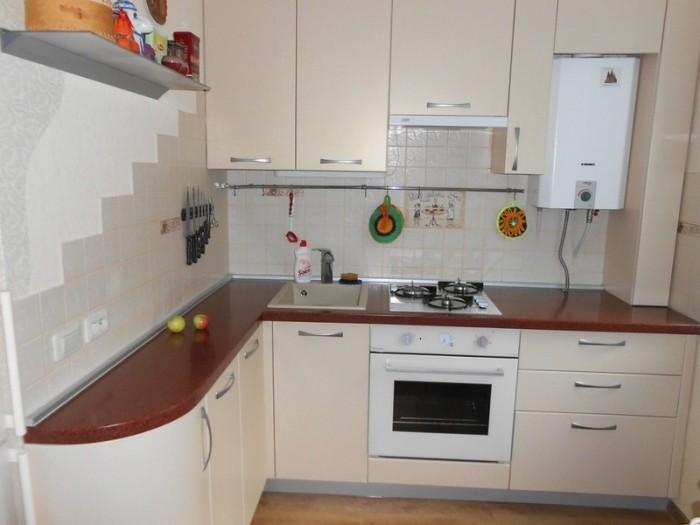 бежевая кухня.