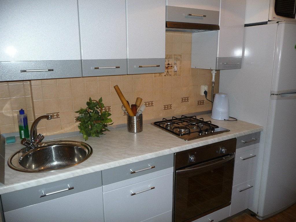 Маскировка газовой колонки внутри кухонной мебели