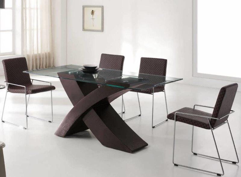 Металлические стулья с подлокотниками в кухне стиля хай тек