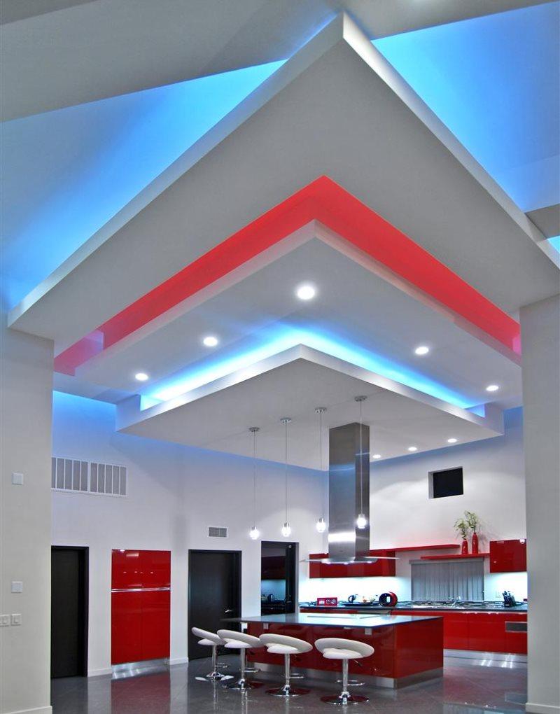 Светодиодная подсветка многоуровневого потолка кухни в стиле хай тек