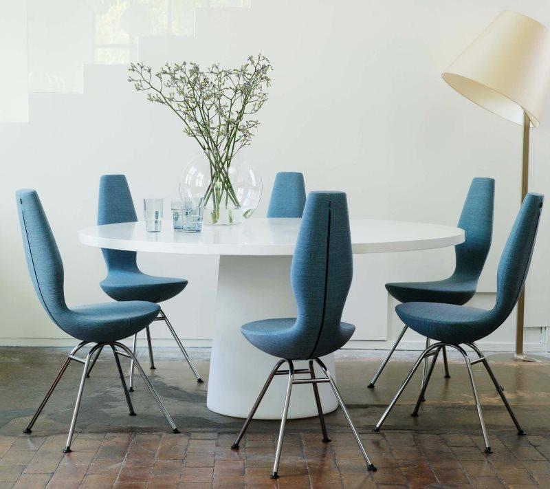 Голубые стулья со съемными чехлами