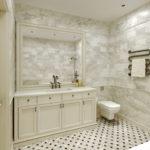 Деревянная мебель в ванной классического стиля