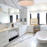 Декорирование окна в ванной комнате