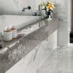 Стеклянная мозаика в отделке ванной