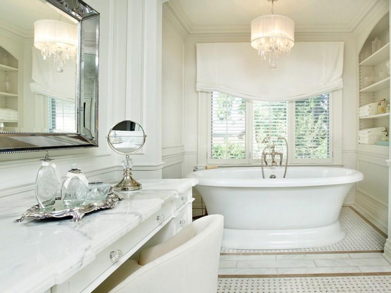 Мраморная столешница в ванной классического стиля