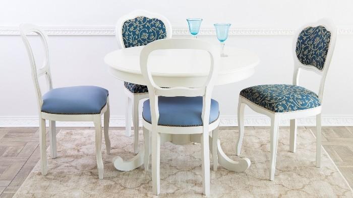 Мягкие стулья для кухни.