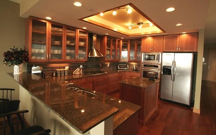 Точечное освещение на кухне.