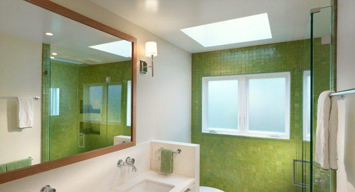 Матовый потолок в ванной.