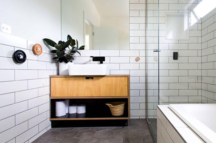Керамическая плитка в ванной комнате.