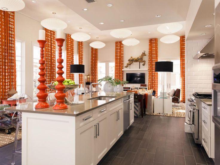 Оранжевые занавески в кухне после ремонта в 2019 году